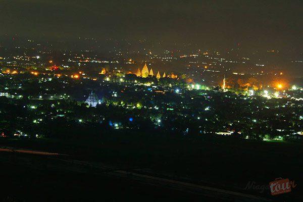 Candi Prambanan Malam Hari Dari Spot Riyadi - Photo by @hariyadi.bs