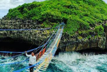Pantai Pulau Kalong – Menyeberangi Laut Kidul Jogja