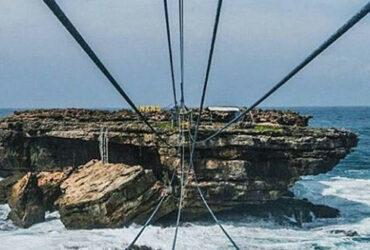Tes Adrenalin di Jembatan Pantai Timang