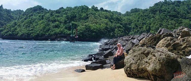 Mengintip Keindahan Pantai Sadeng Jogja