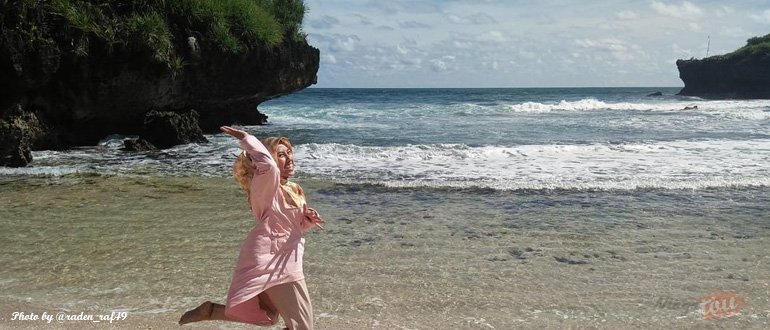 Keindahan Yang Tersembunyi di Pantai Sarangan