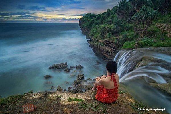 Pantai Jogan - Photo by @upiecupi