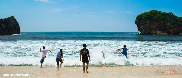 Menikmati Indahnya Pantai Jungwok Jogja