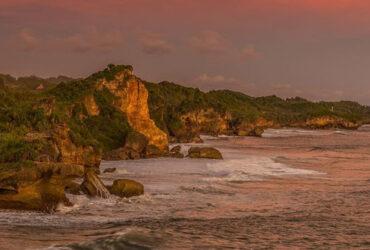 Pesona Pantai Ngeden Primadona Baru Gunung Kidul