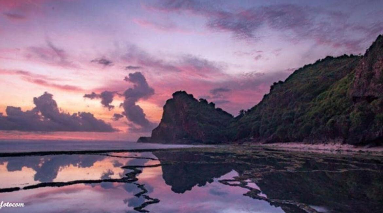 Keindahan Alam di Pantai Nguyahan Gunung Kidul