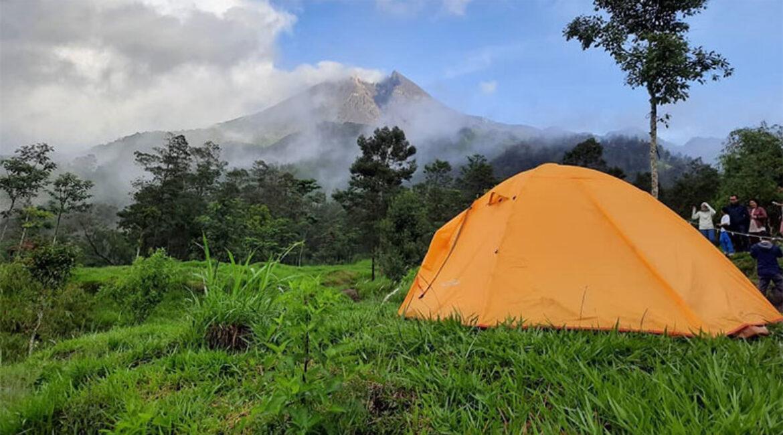 Bukit Klangon, Spot Camping Seru Dengan Pemandangan Latar Belakang Lava Pijar
