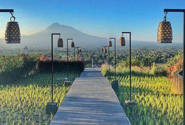 Abhayagiri Resto, Menyantap Makanan Sambil Memandang Candi Prambanan dan Gunung Merapi