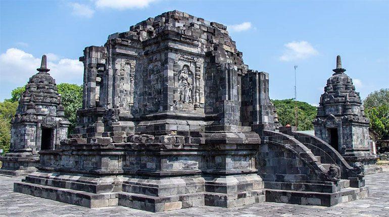 Candi Lumbung, Candi Budha yang Berada di Perkompleksaan Candi Hindu