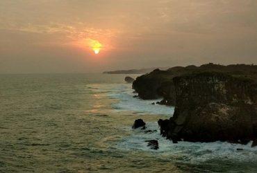 Bukit Kubengan, Tempat Juaranya Melihat Sunrise dan Sunset dekat Pantai Sarangan